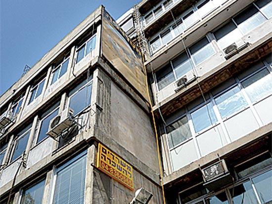 בנייני משרדים ישנים / צלם: איל יצהר